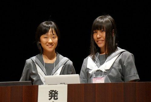 左から 青柳侑沙さん(3年)、西村侑花さん(2年)