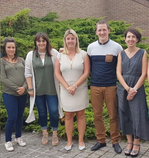 de gauche à droite : Mme Keyaert, Mme Stéphanie, Mme Anne, Mme Sabrina, M.Denis, Mme Nathalie, Mme Cécile, Mme Maggy