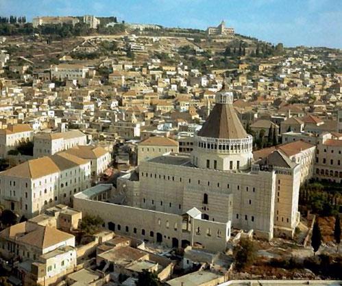 Nazareth ; au 1er plan, la basilique de l'Annonciation
