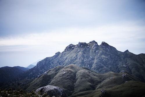 男らしい山容を見せる、屋久島・永田岳(標高1887m)
