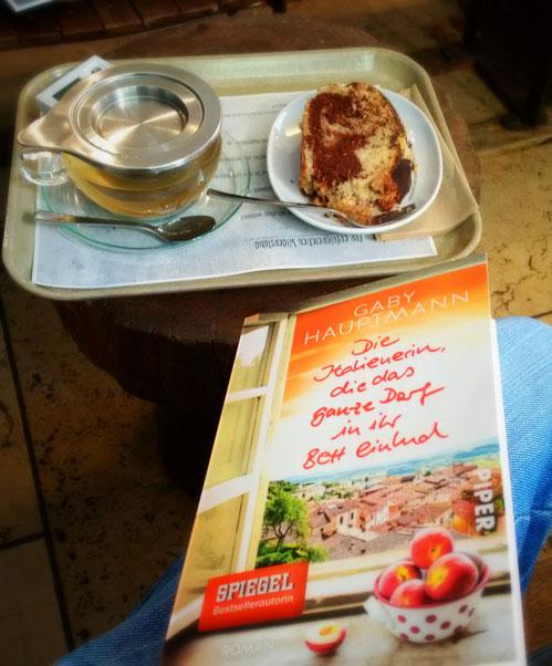 Eine tolle Lektüre mit Tee & Kuchen im Café Vogelhaus (Konstanz)