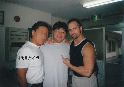 4代目タイガーマスク選手と海外選手(残念ながら顔出しはNGです!)