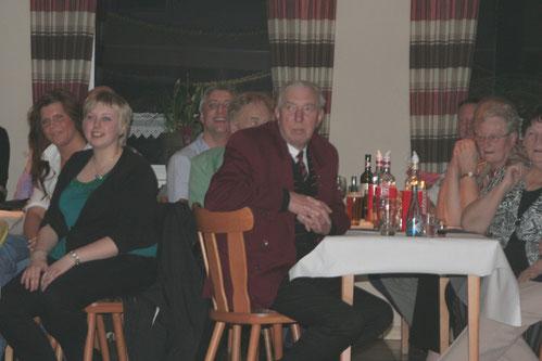 Das leider schon verstorbene Ehrenmitglied Diedrich Büscher, der dem Verein im Laufe des Abends eine Geldspende für die Jugendarbeit überreichte.