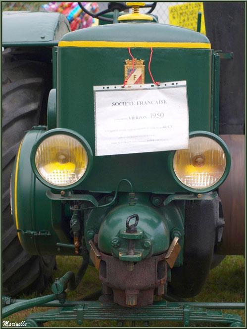 Exposition tracteurs anciens, ici Société Française modèle 1950, Fête au Fromage, Hera deu Hromatge, à Laruns en Vallée d'Ossau (64)