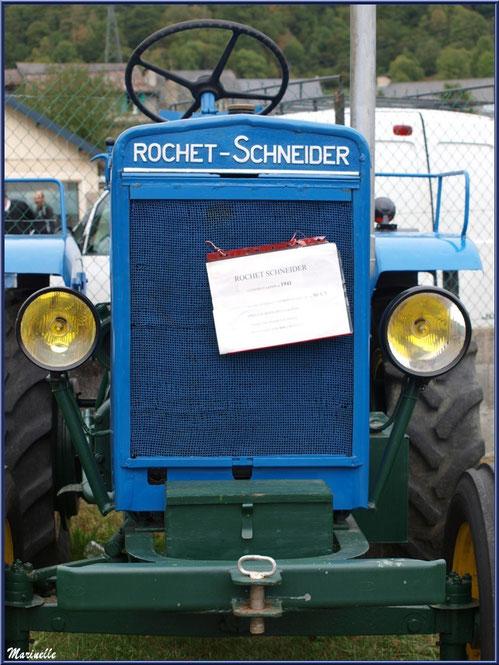 Exposition tracteurs anciens, ici Rochet-Schneider modèle 1941, Fête au Fromage, Hera deu Hromatge, à Laruns en Vallée d'Ossau (64)