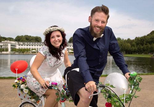 Hochzeitspaar auf dem Fahrrad, Parkhotel, Hoöllersee, Bremen,