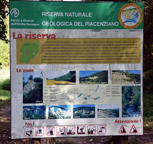 Cartello informativo all'inizio del percorso.
