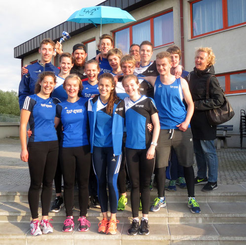 Die LAZ-Teilnehmer am Franz-Schuster-Memorial in Schwechat freuen sich über ihre herausragenden Erfolge: (vorne links: Dorothee Klump).