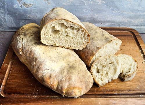 schnelle Ciabatta aus Weizenmehl zum Grillen, Snacken und Vespern