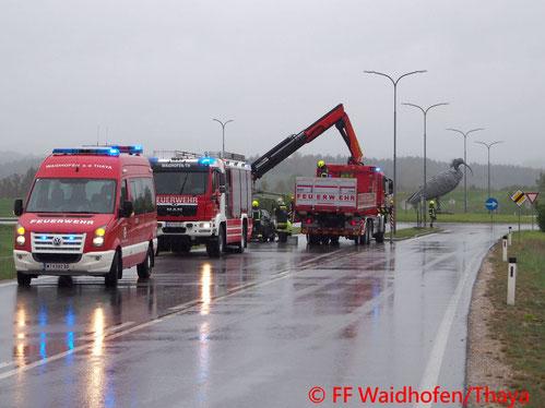 Feuerwehr, Blaulicht, Unfall, Bergung, FF Waidhofen/Thaya, B36
