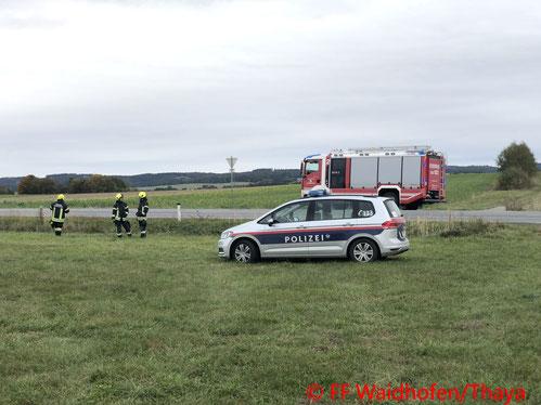 Feuerwehr; Blaulicht; FF Waidhofen an der Thaya; PKW; leblose Person; B36;
