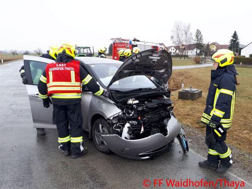 Feuerwehr, Blaulicht, Götzweis, Zusammenstoß, PKW