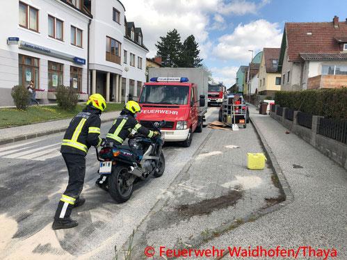 Feuerwehr; Blaulicht, FF Waidhofen/Thaya; Unfall; Motorrad; PKW;
