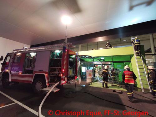 Feuerwehr, Blaulicht, FF St. Georgen am Steinfelde, Traktor, Zug, Anhänger, Maissilage