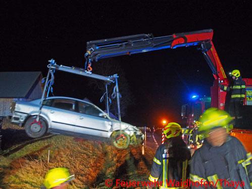 Feuerwehr; Blaulicht, FF Waidhofen/Thaya; Unfall; PKW; Fahrzeugüberschlag; B36;