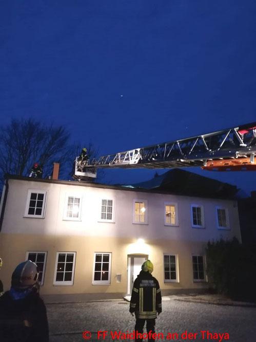 Feuerwehr; Blaulicht, FF Waidhofen/Thaya; Brand; PKW; EKZ Parkplatz;