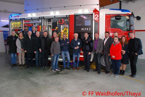 Feuerwehr, Blaulicht, Unfall, Waidhofen, Hauptplatz, PKW, Kran, Wechselladefahrzeug