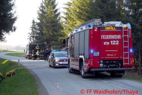 Feuerwehr, Blaulicht, Unfall, Motorradbergung, Waidhofen an der Thaya, Jaudling