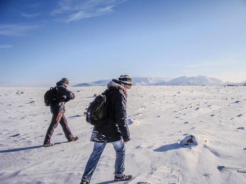 Sebastian and Anders hiked in direction to the glacier 'Ok' // Sebastian und Anders auf dem Weg zum Gletscher vom Berg 'Ok'.