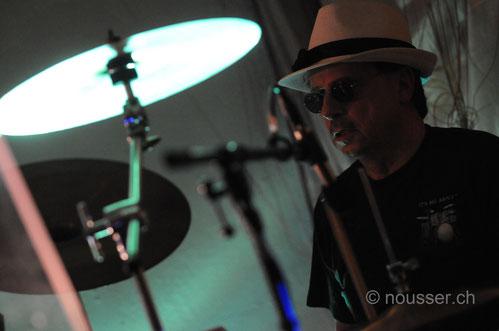 "Claude ""das Metronom"" Berchier: Schlagzeug (Foto by nousser.ch)"