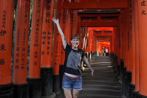 Blogger in front of Torii of Fushimi Inari