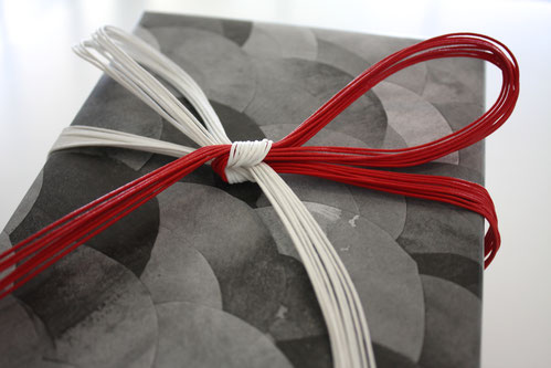 The gift tied red and white Mizuhiki