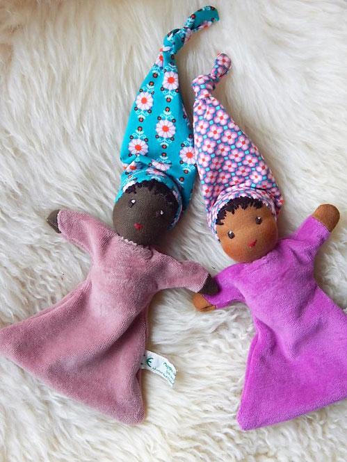 Nuckelpüppchen, Greiflinge, Erstlingspuppe, Püppchen, dunkelhäutige Stoffpuppe, afrikanische Puppe, erste Puppe, Schlamperle, Waldorf, Kuschelpuppe, Bio-Stoffpuppe, handgemacht, Handarbeit, individuelle Puppe, cuddle doll, Puppenhandwerk, Pärsch