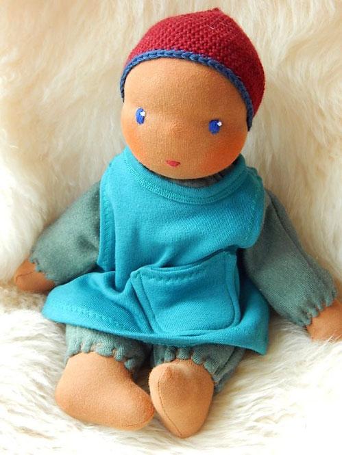 dunkelhäutige Stoffpuppe, afrikanische Puppe, erste Puppe, Schlamperle, Waldorf, Kuschelpuppe, Bio-Stoffpuppe, handgemacht, Handarbeit, individuelle Puppe, cuddle doll, Puppenhandwerk, Pärsch