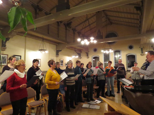 Unser Chor bei der Probe in der Grundschule Strasburg