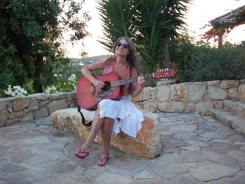 Pyari no Algarve, Portugal, 2009, onde foi terminar seu último livro