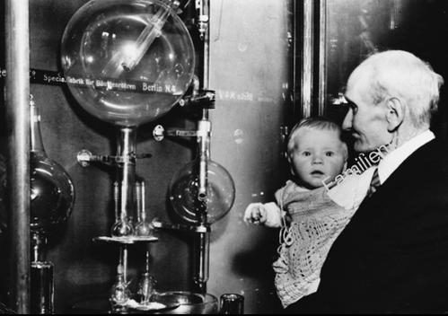 Reinhold Burger, Erfinder der Thermosflasche, 1951