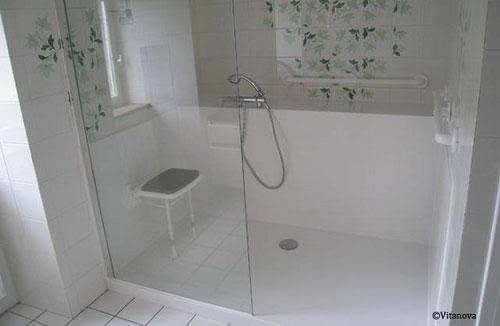 changer sa baignoire pour une douche en 24h courtier en travaux. Black Bedroom Furniture Sets. Home Design Ideas