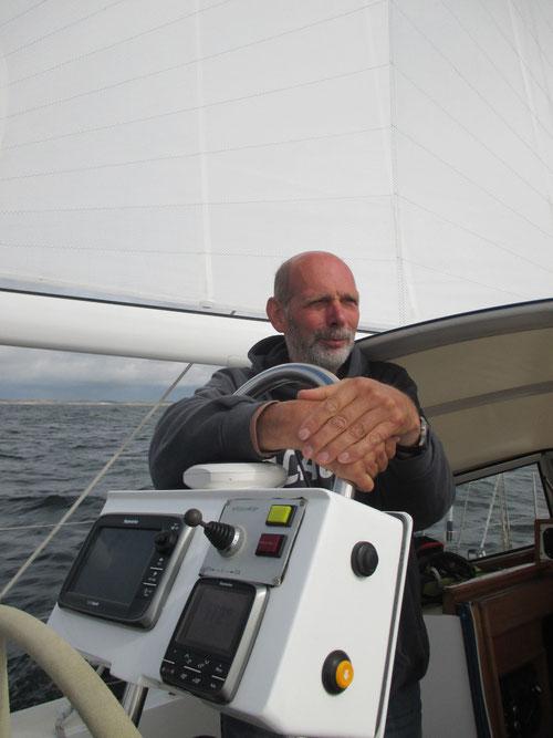Reimer denkt nach .... vieeel Technik hier an Bord oha!