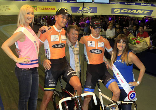 Sieg in der Mannschafts-Ausscheidung (www.zesdaagseamsterdam.nl)