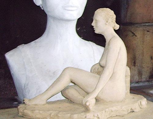 nouveausculpteur sculpture femme nue assise nus féminins en argile nu artistique art figuratif naif