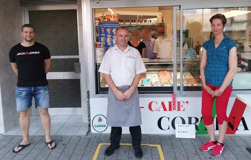 Der Vereinsvorstand bei einer seiner Sitzungen im Eiscafe Cortina in Weil am Rhein, v.l.n.r. Brodda, Valbone (Besitzer) und Bößwetter (Foto: SSGW)