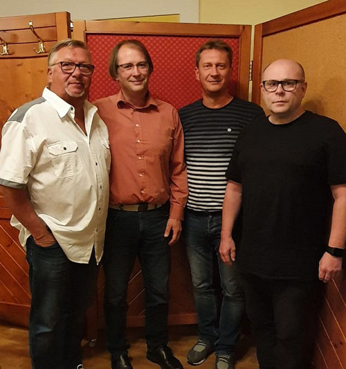 v.l.: Ex-Gruppenbetreuer Walter Kravogl, Neo-Gruppenbetreuer Richard Zeinzinger, GL Ing. Leopold Deimel, Schriftführer Erich Edinger