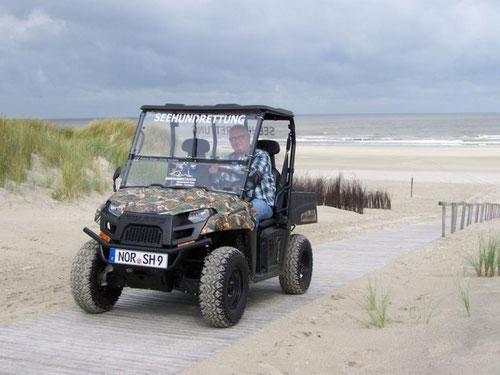 Geländewagen auf der Insel Juist zur Seehundrettung, finanziert vom Landesjagdverband Niedersachsen (LJN)