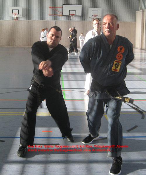 Klassische Selbstverteidigung für Senioren: Würgeangriff von vorne gekontert mit einfachem Stellungswechsel, Einsatz von Hand- oder Fuß-Techniken gar nicht erforderlich...!