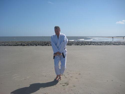 Sensei Wolfgang Roth Strand Wangerooge Prüfung 2. Dan Kenko Kempo Karate