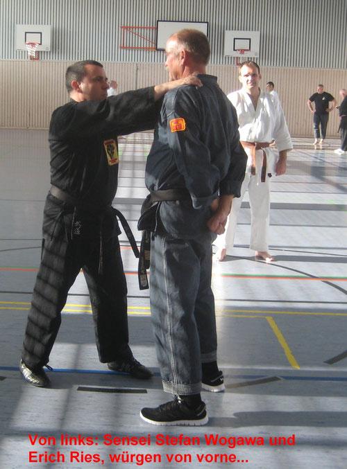 Seniorenkarate Kenko Kempo, Karate nicht nur für Senioren und Menschen mit Handicap: Kontern eines Würgeangriffes durch einfachen Stellungswechsel, wie das nächste Bild zeigt...