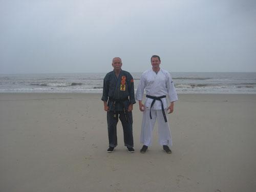 Ralf Brüning Sensei und Erich B. Ries am Strand von Wangerooge