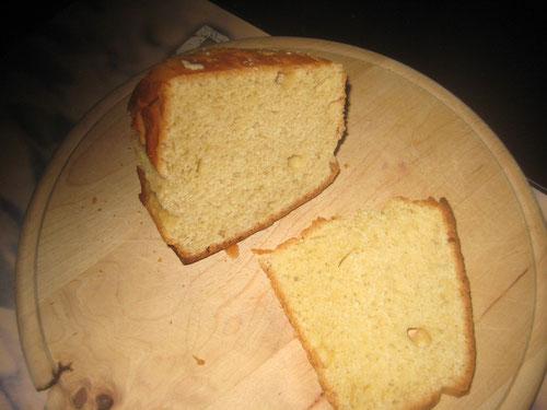 So sieht es aus, das selbstgebackene Weißbrot aus fein gemahlenem Dinkel-Vollkornmehl