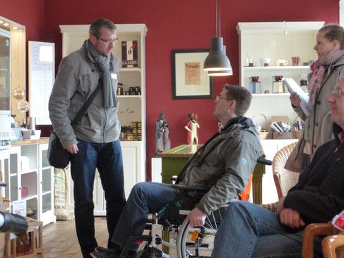 Test mit Rollstuhl bei Kalkberg Kaffee
