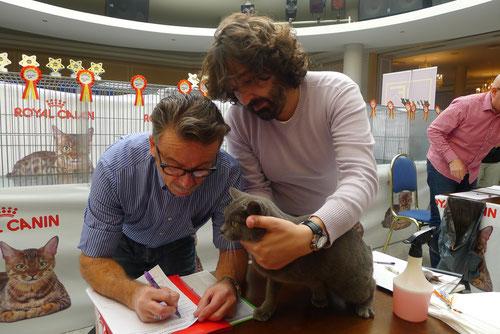Sr. Luigi Comorio & Sr. Juan José Martinez valorando a Kyu