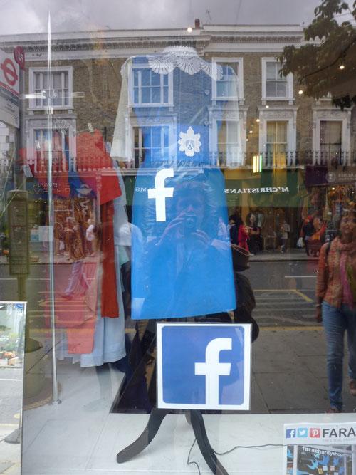 FARA Charity Shop mit Facebook-Promotion. Copyright: Thomas Matla
