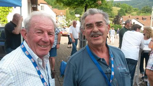 Ältestes AMC-Team zusammen mit Auto fast 190 Jahre(Foto: Karlheinz Wagner)