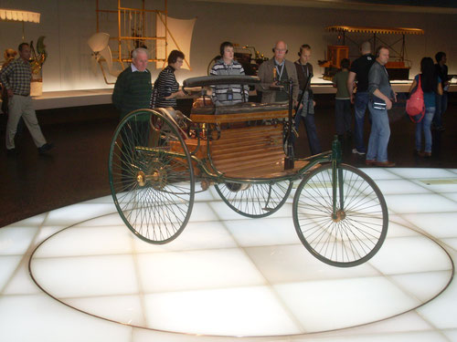 Ein Nachbau des Benz-Dreirad.