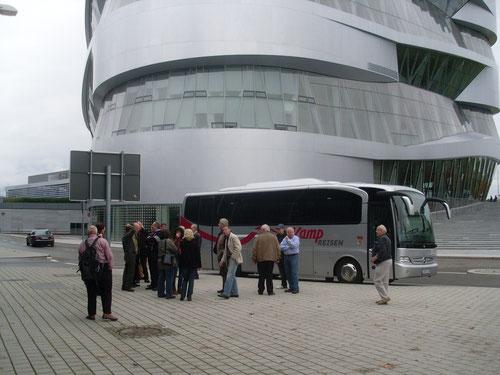 Am Mercedes-Benz Museum angekommen.