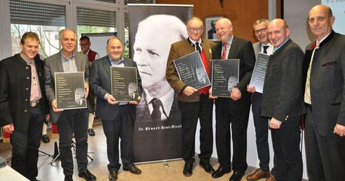 Im Bild (v.l.): Paolo Dalprà, Josef Wurzer, Josef Kühebacher, Siegfried Knapp, Dr. Horst Hafele, Dr. Karlheinz Bachmann, Elmar Thaler und Fritz Tiefenthaler.